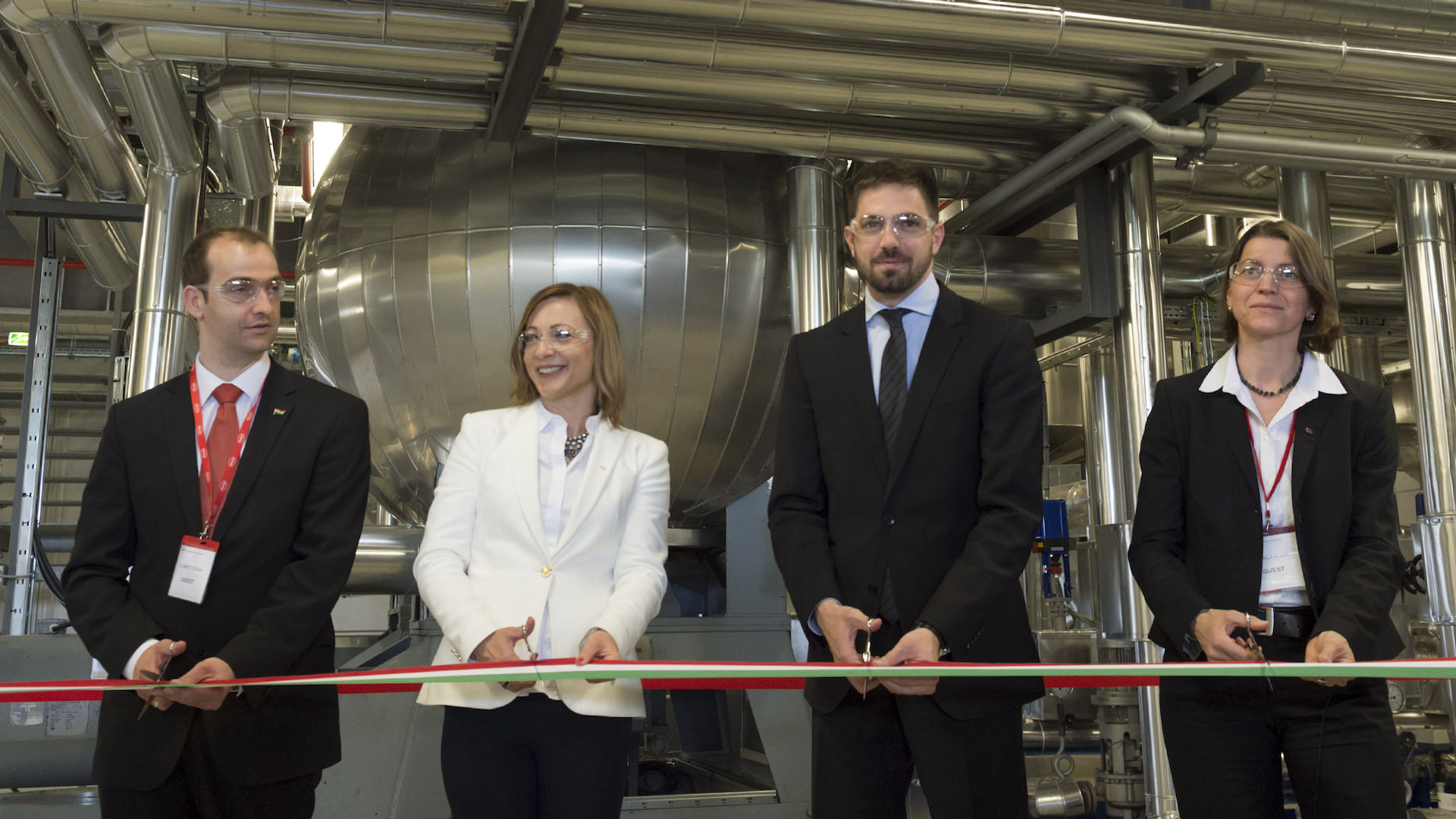 , they opened a new, innovative hot-melt manufacturing unit in Környe, MAGYAR Levente MFAT, Dr. FÁBIÁN Ágnes Henkel