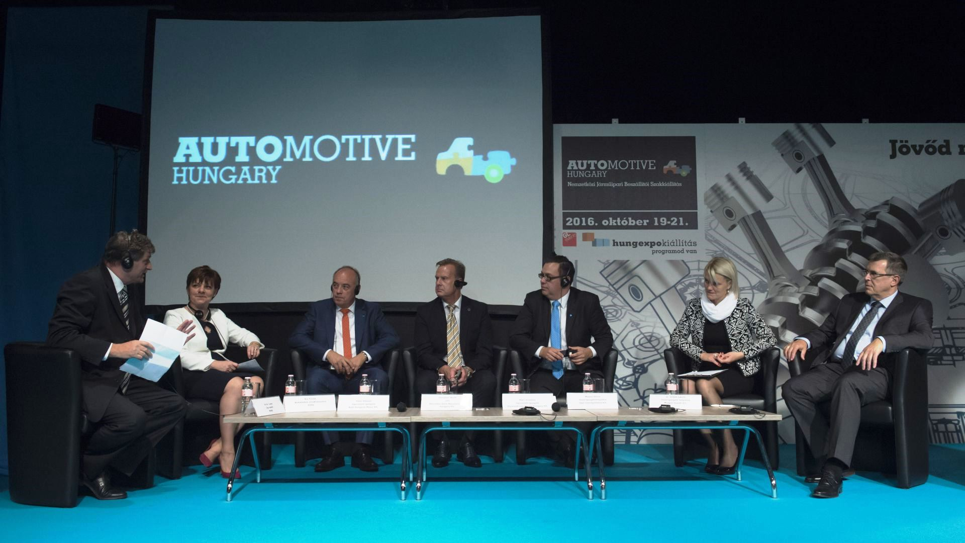 Roundtable-discussion with representatives of the government and automotive manufacturers
